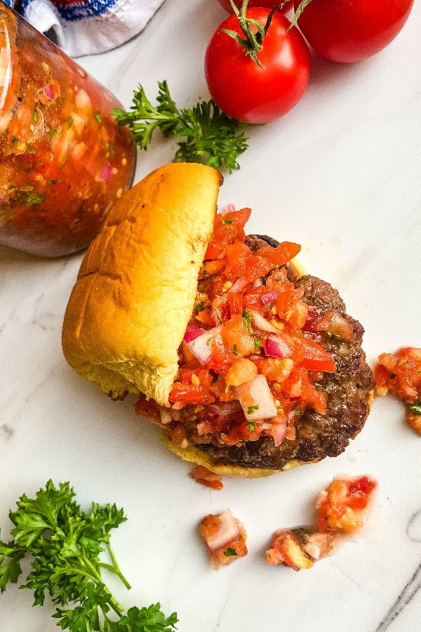 grilled burgers with tomatoes