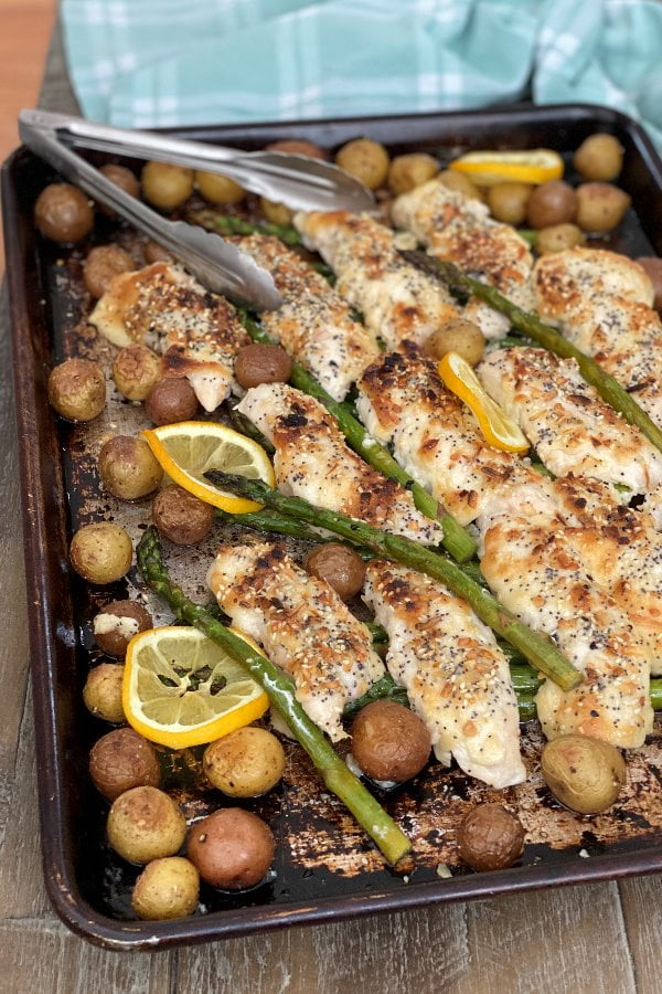 baked sheet pan dinner with poultry, asparagus and potatoes