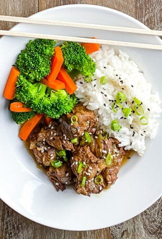 single serving of Asian beef stew with rice, broccoli, and carrots