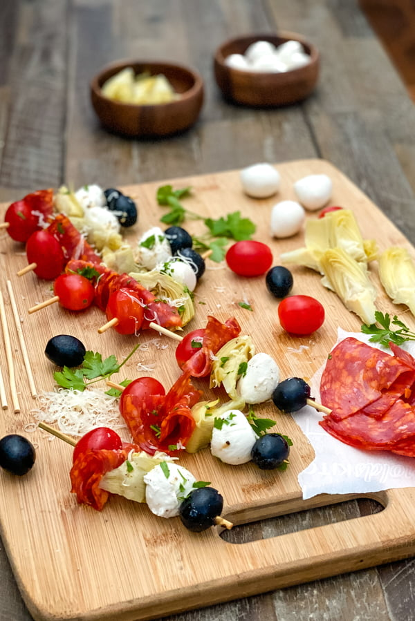 appetizer skewers with tomatoes, mozzarella, and artichoke hearts