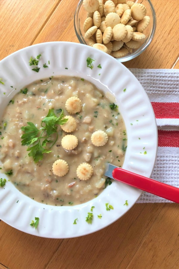 bowl of New England chowder with oyster crackers