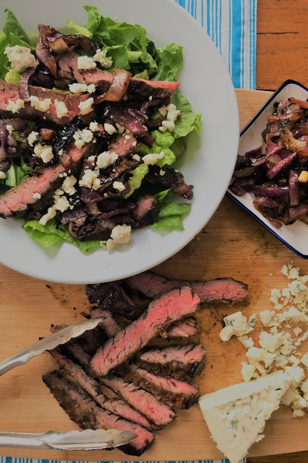 steak salad with blue cheese