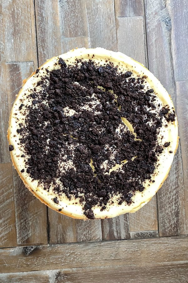 overview of whole Oreo cheesecake