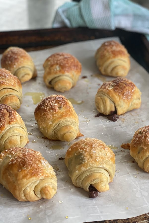 mini rolls of puff pastry filled with chocolate