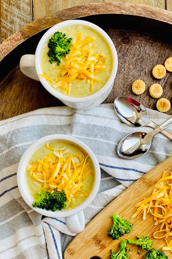 2 mugs of broccoli and cheese soup